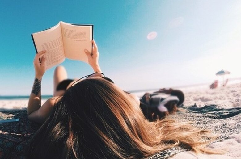 beach-book-girl-hair-Favim